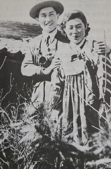 전쟁통에 만나 '기생살림'을 하게 된 남원 요정 남선관 기생 성향순. 1951년 함께 찍은 사진 .jpg