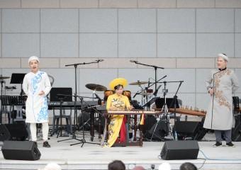 문경새재에서  '산과 고개의 노래'를 부른 베트남민속예술단